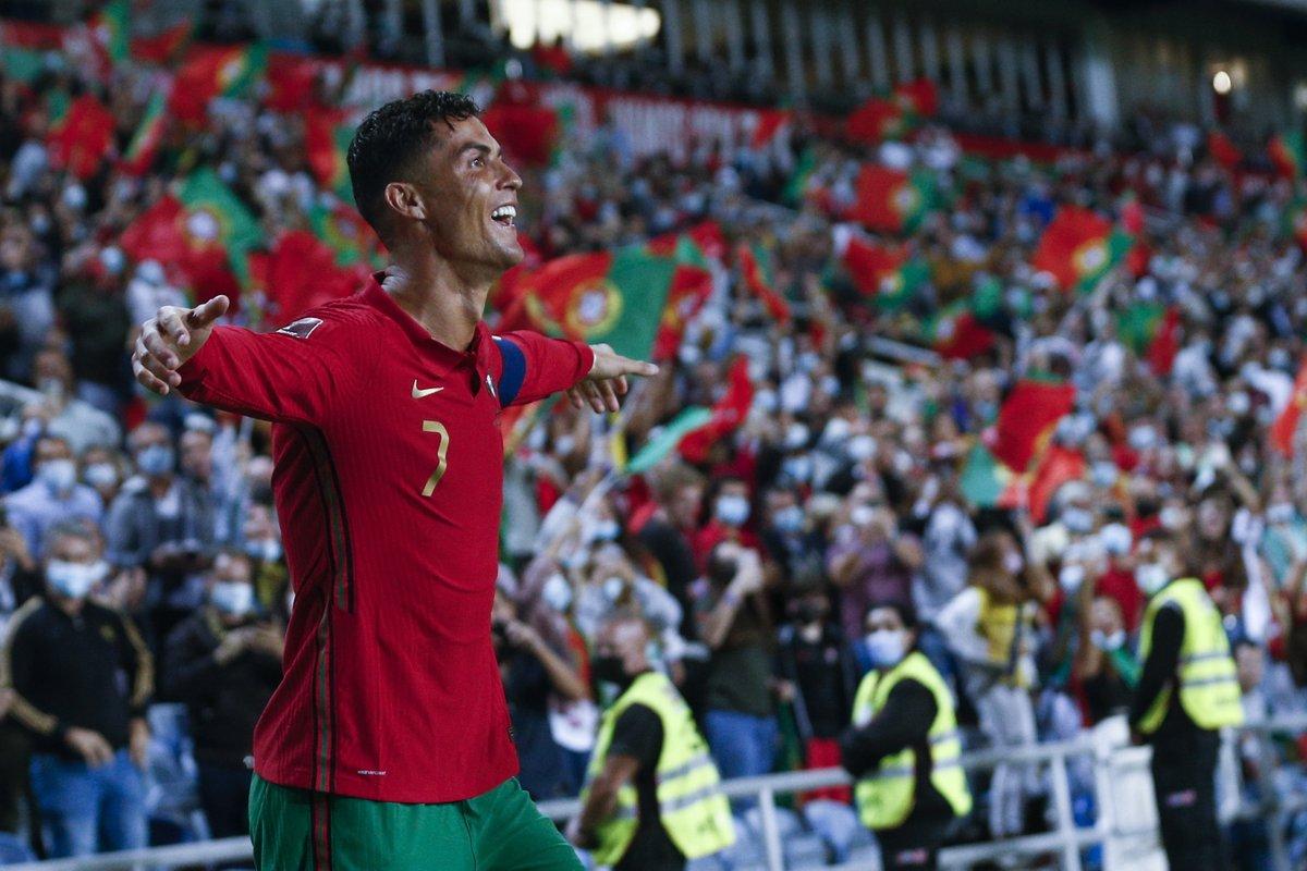 ⚡️ Alex Ferguson: 'Ballon d'Or'u Cristiano Ronaldo hak ediyor. Bu yıl rekor üstüne rekor kırdı.'