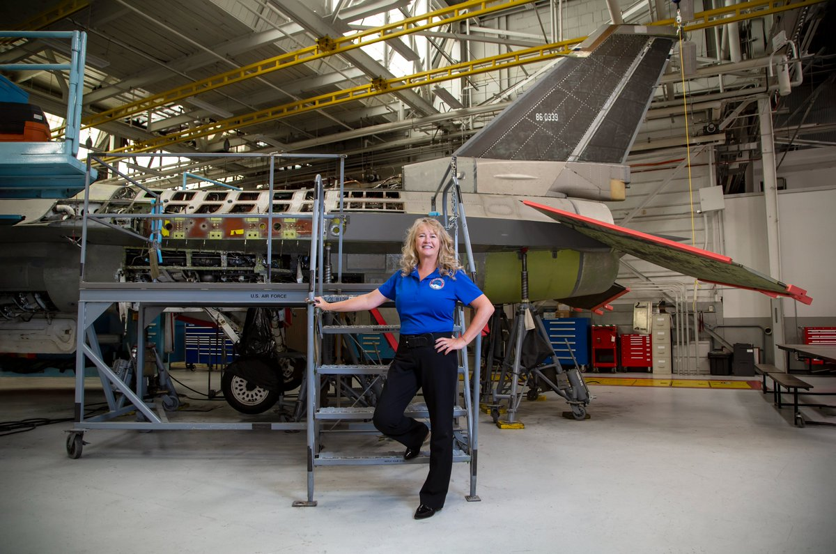 @USUAggies mechanical engineering graduate ('87) Sandra Fitzgerald is one of the most recognized and respected leaders at Hill Air Force Base. Read about her career in the latest issue of the Utah State Engineer Magazine: https://t.co/eSGug7rO8e @HAFB #engineering #WomenInSTEM https://t.co/WRatpY6ECK