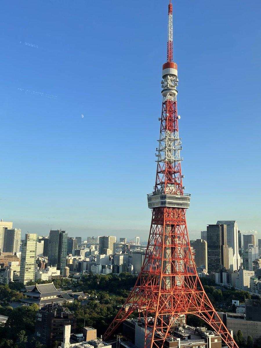 おはようございます☀金曜も楽しもーっと⭐️写真は会社屋上で撮った月と東京タワー(左上)#東京タワー#エンジニア採用#駆け出しエンジニアと繋がりたい#エンジニアと繋がりたい#Twitter転職#エンジニア転職#Java