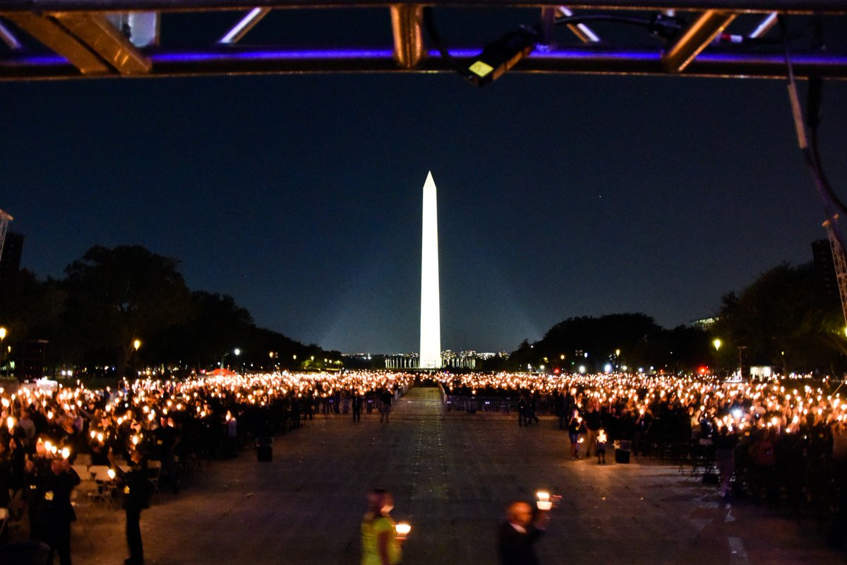 During a candlelight vigil held on the National Mall this evening, the #FBI joined community members and partners in paying tribute to fallen law enforcement officers. We honor the 701 officers who died in the line of duty in 2019 and 2020. #PoliceWeek @NLEOMF