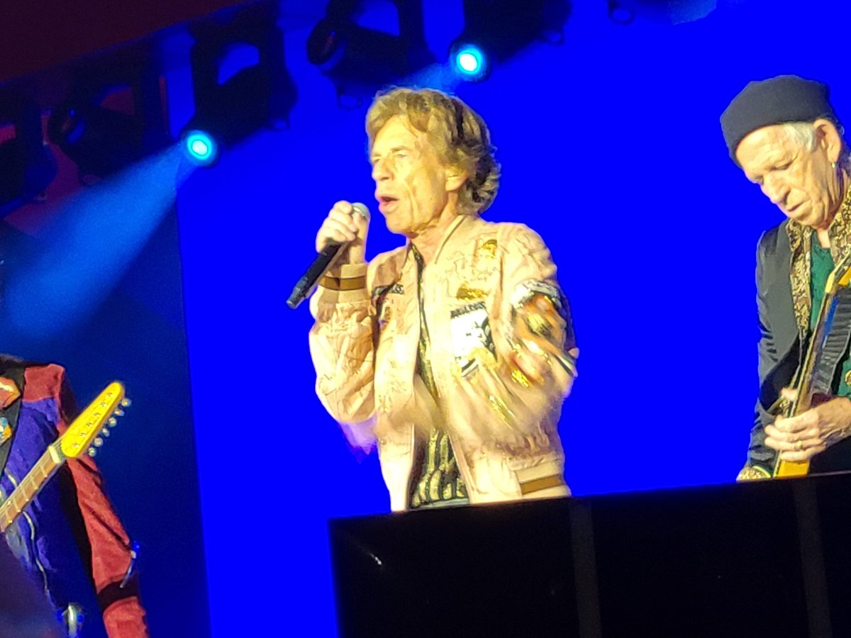 Mick and Keith early in the show.