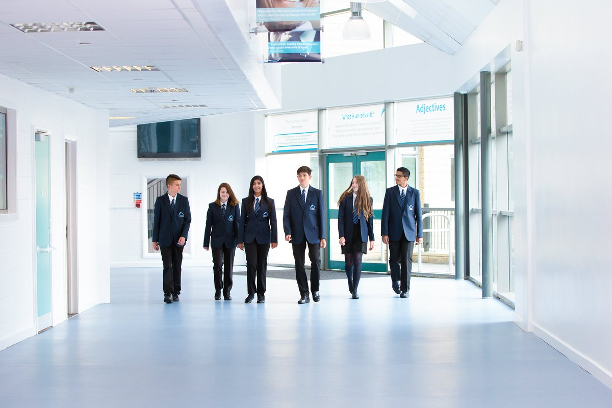 ⭐️ Apply Now! As the 2022 #Year7 admissions deadline is fast approaching, we've created a page on our website to help you through the process 🔗 https://t.co/EdscaSiGSX  ⚠️ The application deadline is 31 October 2021. Don't miss out, apply today!  #Admissions #ApplyNow