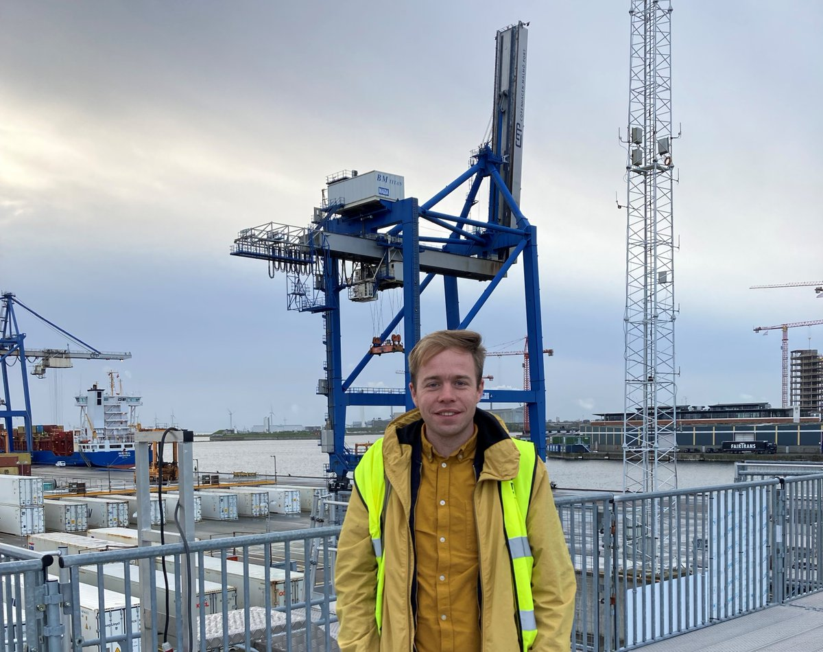 Today we welcomed MEP @RasmusAndresen from Die Grünen to our container terminal in CPH. We'd a great talk about the #greentransition and our aim to become a hub for #greenenergy and fuels in the future. Thank you for taking the time to visit us! https://t.co/sFudwcTeRE