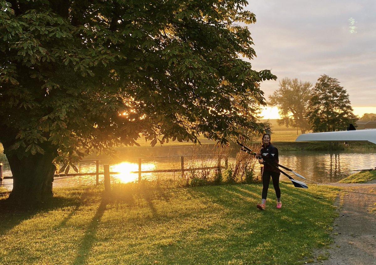 test Twitter Media - Week 1 of term ✅  Bring on the weekend 🥳  #fridayfeeling #oxford #darkblue #rowing #mightylighty https://t.co/5OKnbTegVy