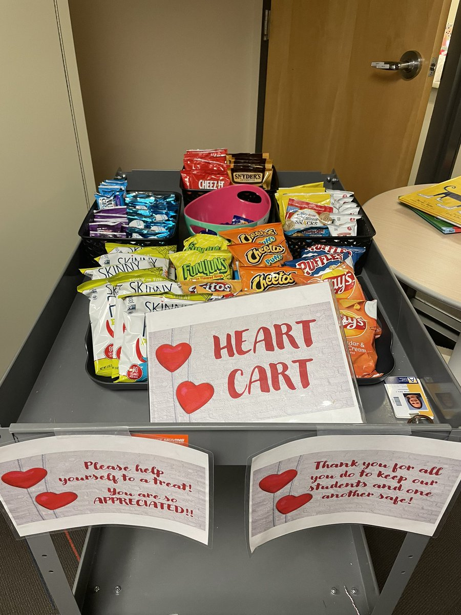 """Treats for the staff today from the """"Heart Cart"""" ❤️ <a target='_blank' href='http://twitter.com/ECSE_IS'>@ECSE_IS</a>  and <a target='_blank' href='http://twitter.com/TCSArlington'>@TCSArlington</a> <a target='_blank' href='https://t.co/5NcsE2Mt5a'>https://t.co/5NcsE2Mt5a</a>"""