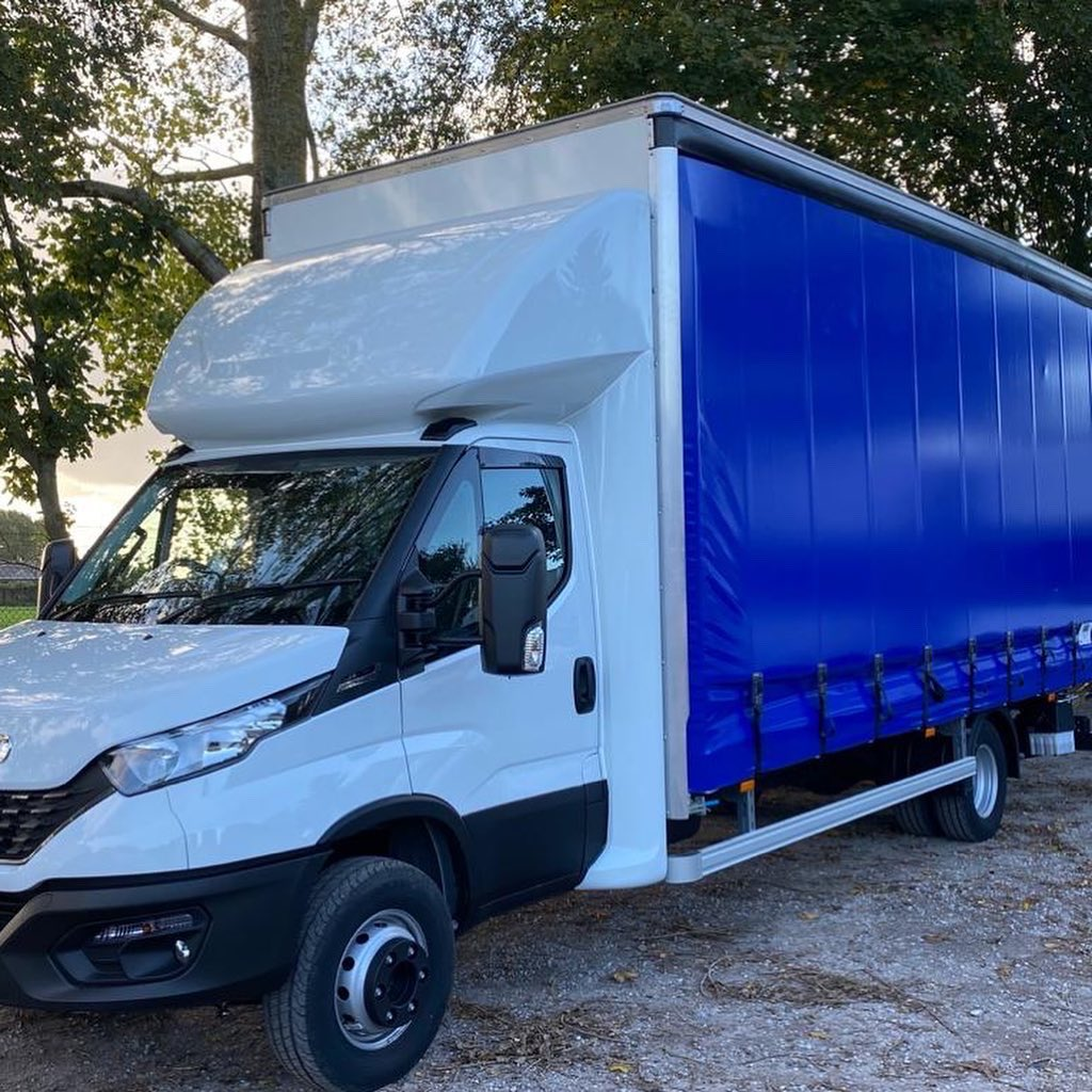 test Twitter Media - Delivering a smart new build to our customer is a great way to finish the week. We have supplied this Iveco Daily chassis with curtain side body and tuck away tail lift for Ben Rowe at @rowefreight.  #RoweFreightLtd #IvecoDaily #MartinWilliamsHull https://t.co/nBFIk86Tw3