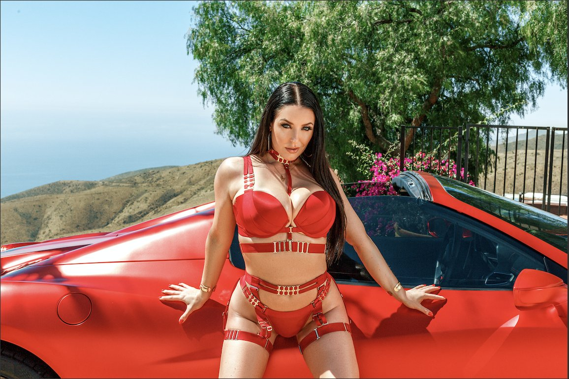 .@ANGELAWHITE Signs Exclusive Contract With @Brazzers ow.ly/asA850Gsctb
