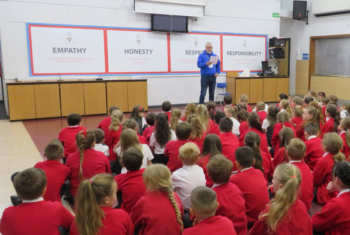 ⭐For the fourth year running, we are delighted to support our local homelessness charity, @CalderSmartMove with their #harvestappeal. ⭐ The children have had an assembly this week, delivered by SmartMove to help them understand how our donations help. 🤝
