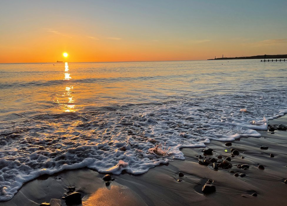 'Seeing the view of the sun rising was a perk of getting up early to drop my daughter at a nearby swimming gala', says Jane Thomson at Aberdeen beach Have a look at more of your pictures of Scotland ➡️ bbc.in/3BKPrYt Send your own photos to scotlandpictures@bbc.co.uk