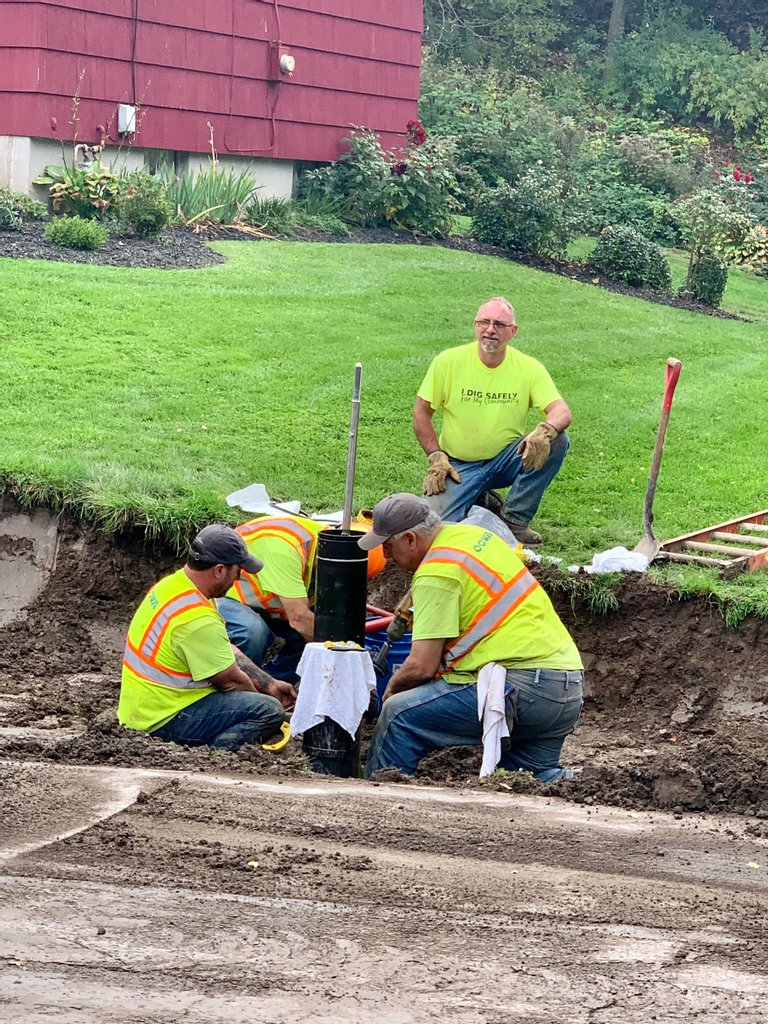 Check out this OCWA crew digging safely while they replace a fire hydrant in Camillus, NY today.…
