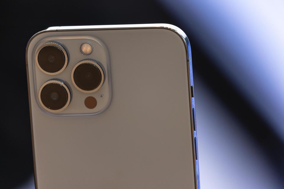 Apple Loop: iPhone 13 Battery Secrets, Sneaky iOS 15 Update, Stunning MacBook Pro Leak