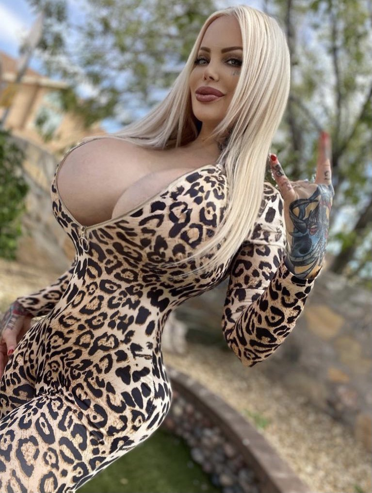 I'm waiting for you to join all the fun at my onlyfans.com/sabrinasabrok Ven a unirte a toda la diversión en mi onlyfans.com/sabrinasabrok 🖤