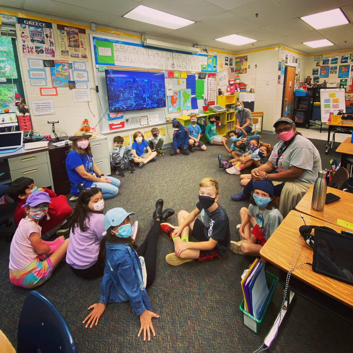 Hat day morning meeting last Friday in Mrs. Heidig's 3rd grade class 🧢👒🎩 <a target='_blank' href='https://t.co/R1MvPsQRdZ'>https://t.co/R1MvPsQRdZ</a>