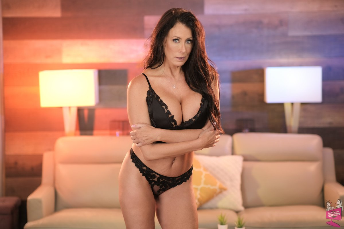 Seductive 💄👠💦 @TheReaganFoxx 📸 Lesbian Seductions 73 @GF_Films New on demand: ow.ly/2vie50GpCqZ