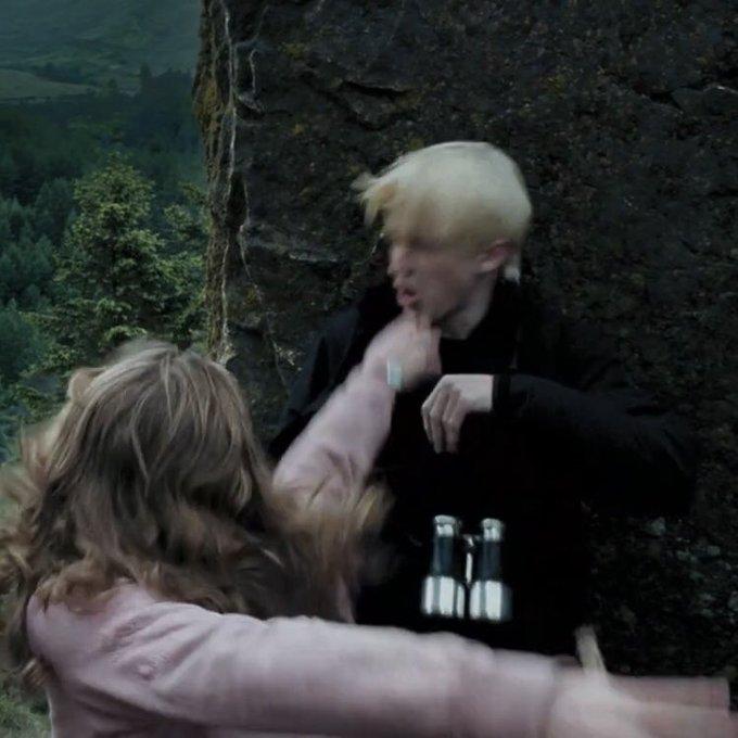 Emma Watson, Azkaban Tutsağı filminde Draco'ya vurma sahnesinde tokat atması söylendi ama Emma, tokat yerine yumruk atmıştır ve bundan pişman olmuştur.