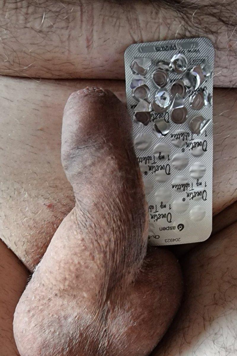 Sieht man schon was? Nach 2 Wochen wirkt das Schwänzchen von @Karl85132888 schon ein wenig kleiner 🤏🤏 #femdom #sissy #chastity #FinDom