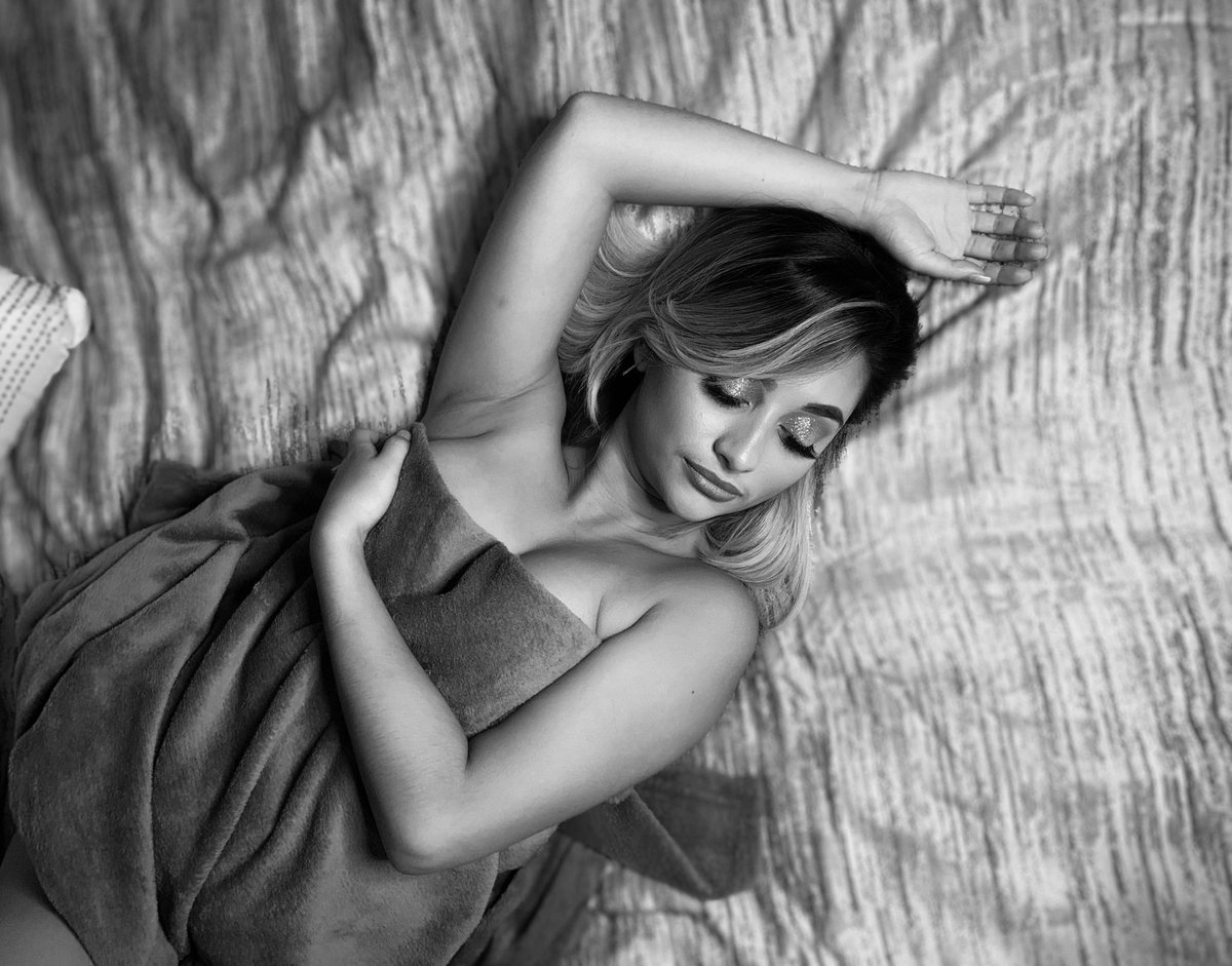 Self Love 🦋.   #BeautyOfTheDay #beautyqueen #queen #love #selflove #boudoirphoto #bodyconfidenceday #confident #bodycheck