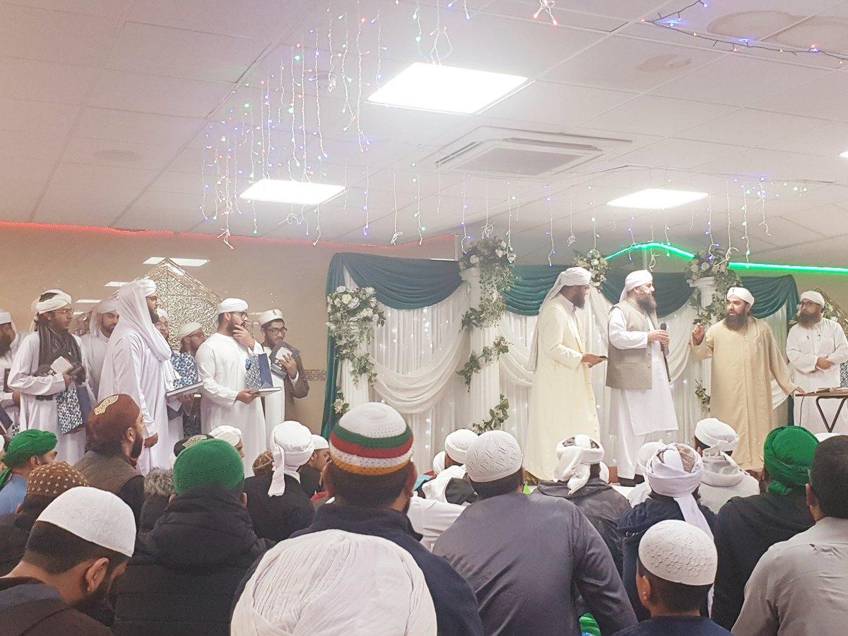 14 Kur'an Hafız için Mezuniyet Töreni şu anda İngiltere'nin Birmingham şehrinde yapılıyor.  MaşaAllah... Allah Kabul Etsin.   Graduation ceremony for 14 students who memorised the Qur'an being held right now in Birmingham, England. May Allah accept it.