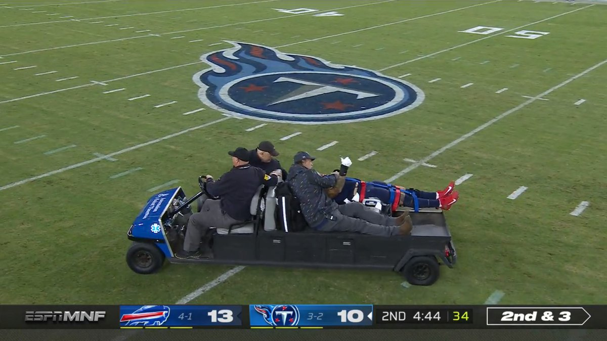 Taylor Lewan was carted off the field with an injury, but not before giving the crowd a thumbs up. Updates through the night ➡️ bit.ly/3mZsCK8