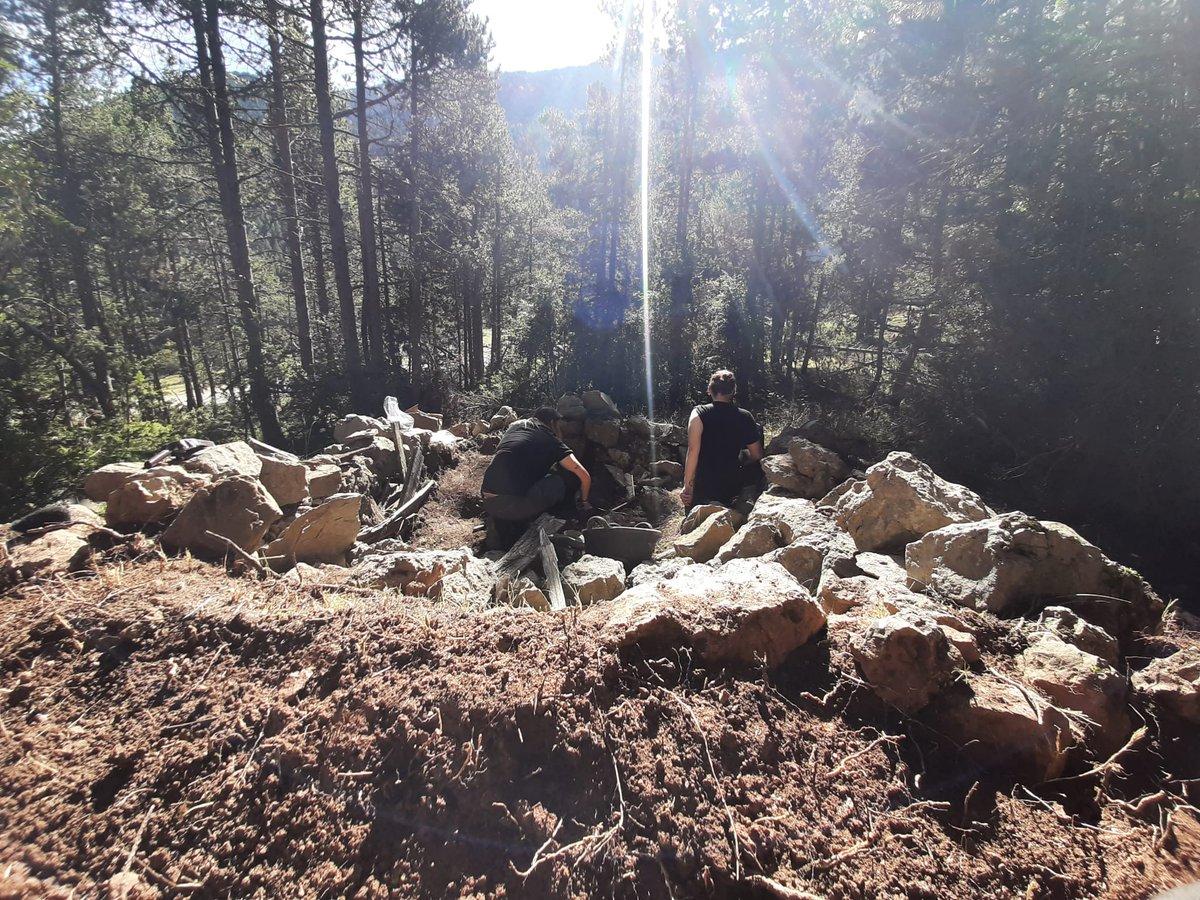 Excavació d'Arqueologia contemporània dirigida per la becària predoctoral Laia Gallego, @Lailaia2, coordinada amb la professora @QBru. Un anàlisi sobre el terreny i posteriorment al laboratori de l'infrahabitatge obrer de meitats del segle XX.