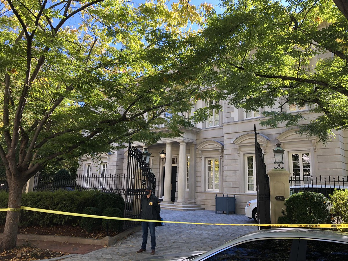 Yoo hoo @George_Osborne! The feds are raiding your boss's house. https://t.co/jxuirHhLUP
