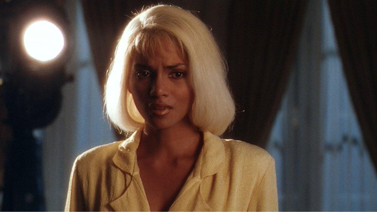 Halle Berry 🤝 Blonde Hair