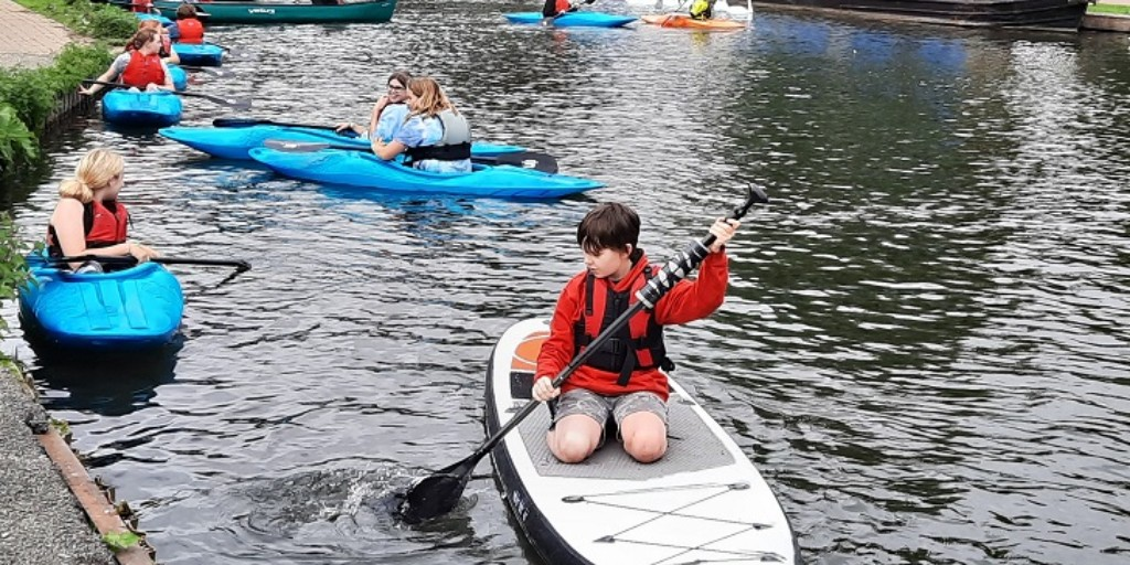 RT @Waterside_BY: ⭐BOOK NOW for October half term activities at the Waterside Centre! ⭐ Sports & games, paddling & climbing for Year 5 upwards: 👇 https://t.co/pE2bPA1V7T Please share!  @WestonFdn @charityspoon @EnglefieldUK @sovereignha @NewburyTC @GreenhamPC @WestBerkshire @GetBerksActive