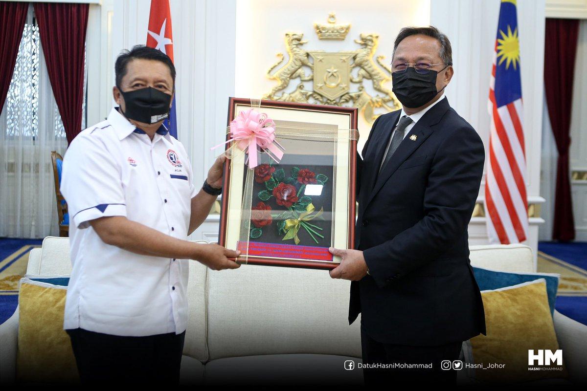 Terima kasih Datuk Ahmad Jazlan Yaakub, Pengerusi FELCRA Berhad atas kunjungan hormat ke Kota Iskandar petang tadi.  Insya-Allah, semoga kunjungan ini akan mengeratkan lagi kerjasama antara FELCRA & Kerajaan Negeri untuk memajukan lagi kawasan luar bandar di wilayah FELCRA Johor