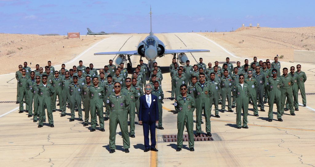 What a cool shot! 🇮🇱🇮🇳 The Indian Minister of External Affairs, Dr. S. Jaishankar, visited the Indian Air Force soldiers who are currently training in Israel as part of the 'Blue Flag' exercise.