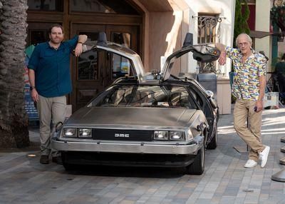 【面白そう】ディスカバリーチャンネル、実物のデロリアンを捜索する番組スタート『バック・トゥ・ザ・フューチャー』で登場したデロリアンの実物を、冒険家のジョシュ・ゲイツが、ドクを演じたクリストファー・ロイド本人と共に全米で捜索する。