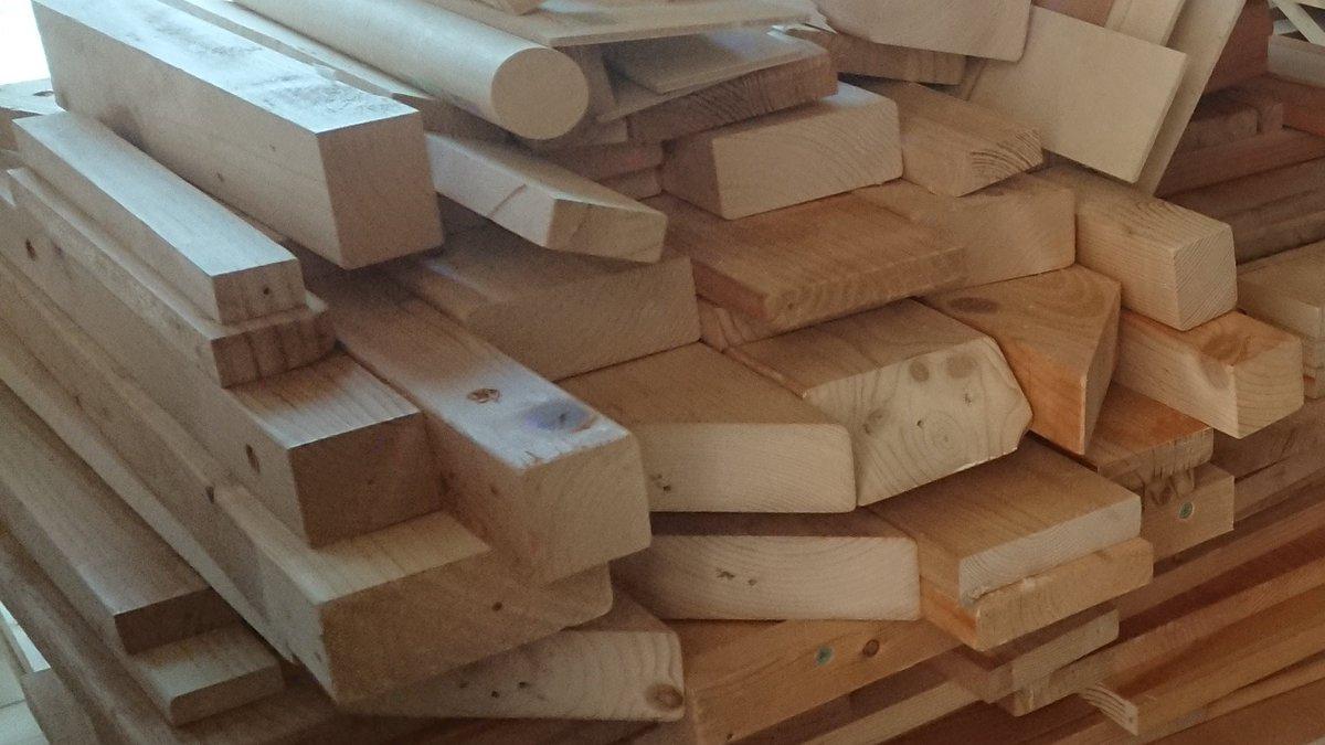 [閒聊] 木工 拿廢棄木材做獨角獸鋼彈