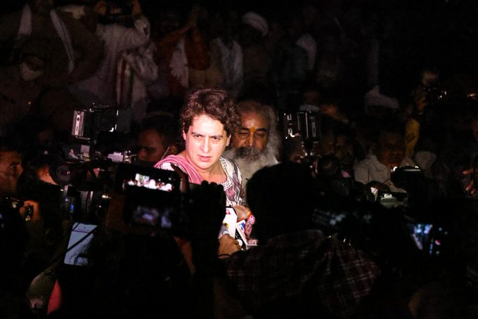 UP police prevent Priyanka Gandhi from going to Agra, taken to police lines