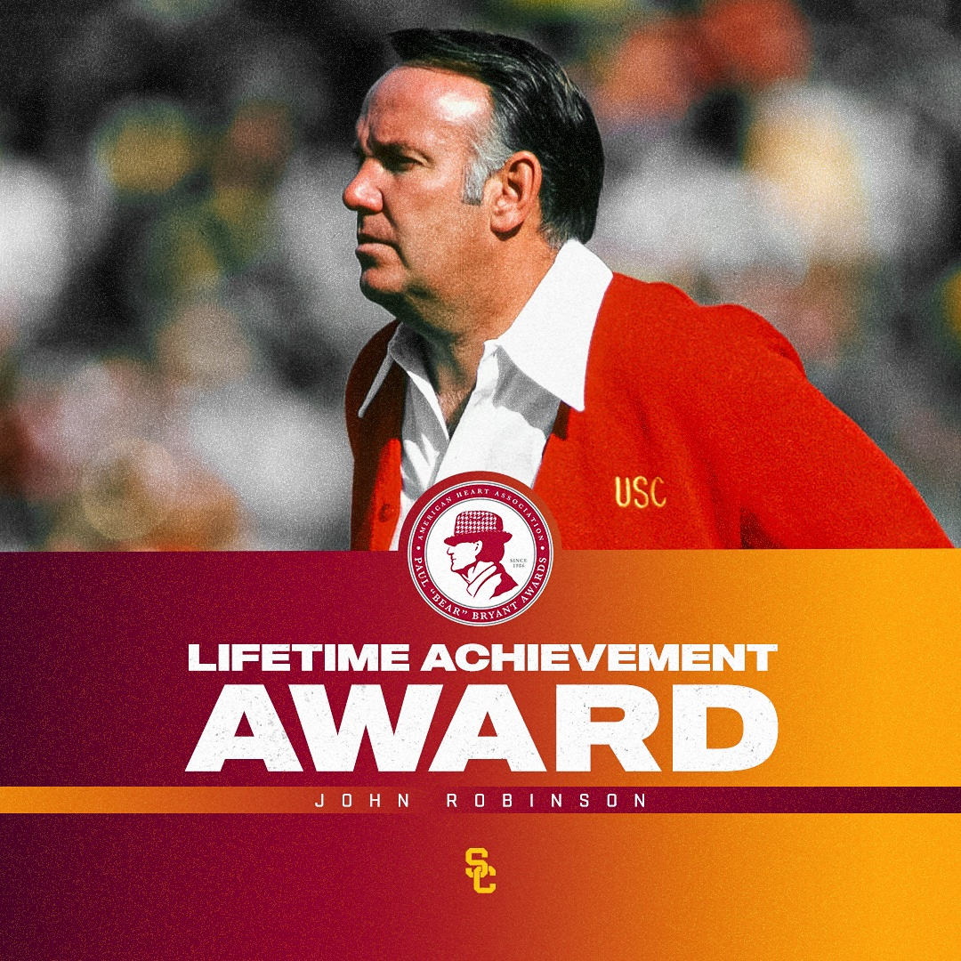 Paul 'Bear' Bryant Lifetime Achievement Award 👉 𝗖𝗼𝗮𝗰𝗵 𝗝𝗼𝗵𝗻 𝗥𝗼𝗯𝗶𝗻𝘀𝗼𝗻 📲 usctrojans.com/news/2021/10/2… #FightOn✌️