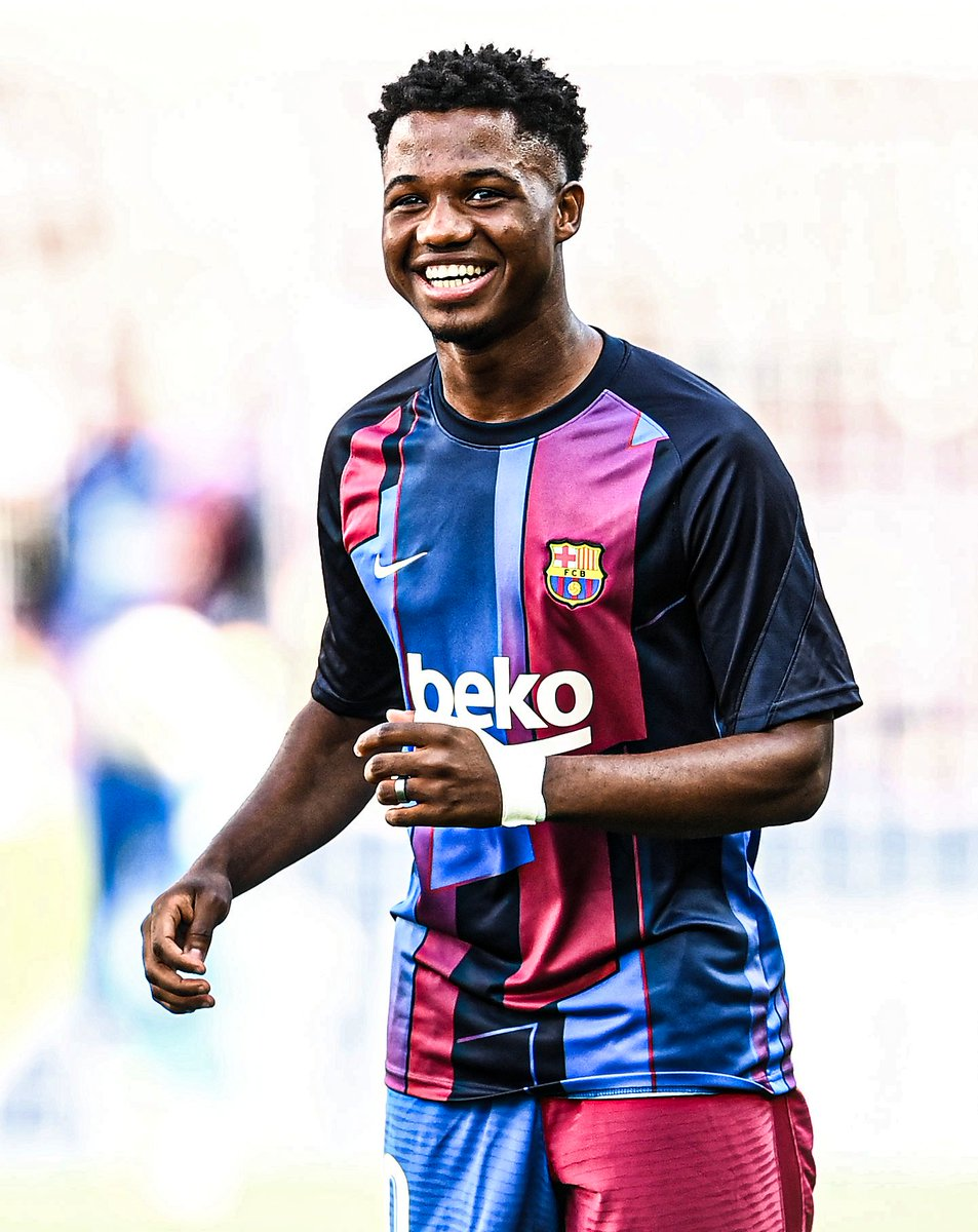 OFFICIAL: Ansu Fati signs a new Barcelona contract until 2027 ✍️  The deal includes a €1 billion release clause 💰 https://t.co/FvyoSXFURW