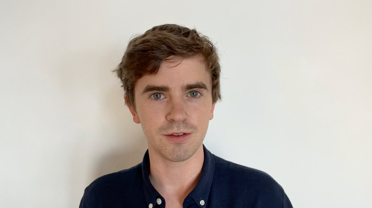 """'...we faced the challenge of telling stories set in a hospital in the middle of an international pandemic."""" @freddiehighmore #SentinelAwards"""