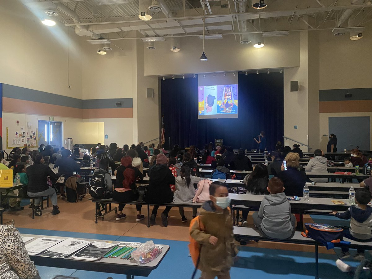Amazing turnout at Ronnow! 🤩 We are so happy to see families together for storytime 📖