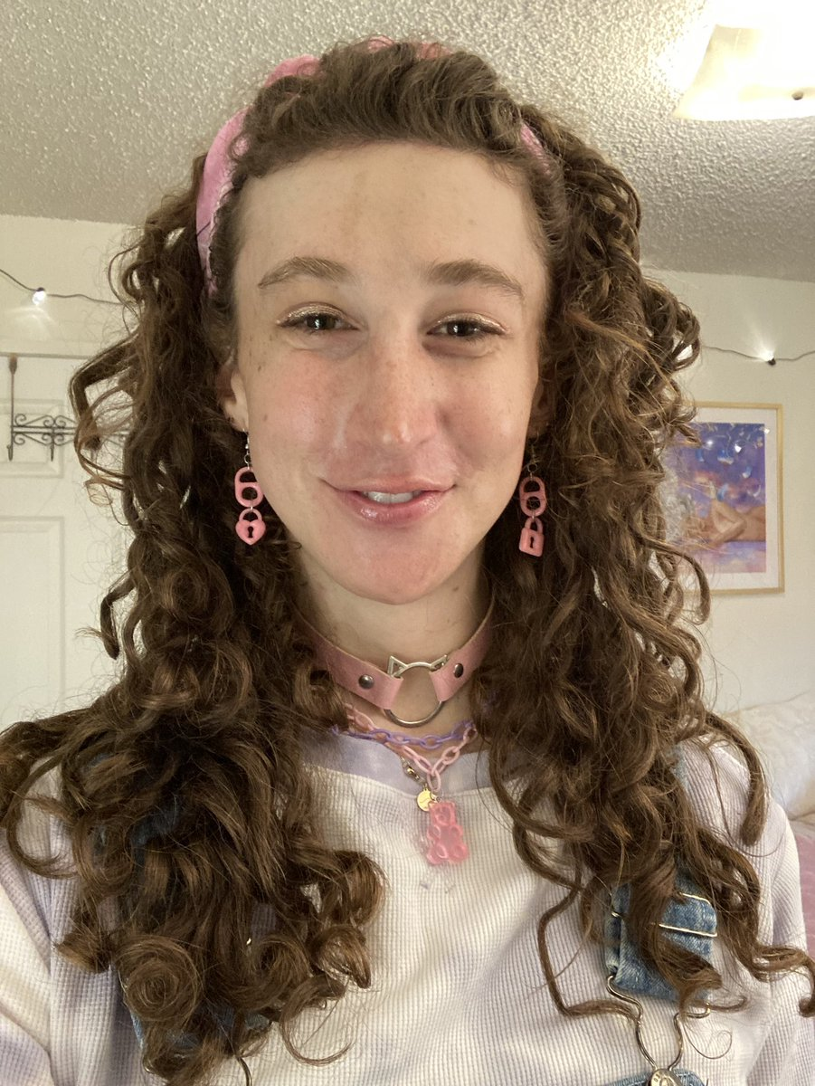 i guess i just woke up and chose to be (1) trans and (2) adorable 🌸🌸