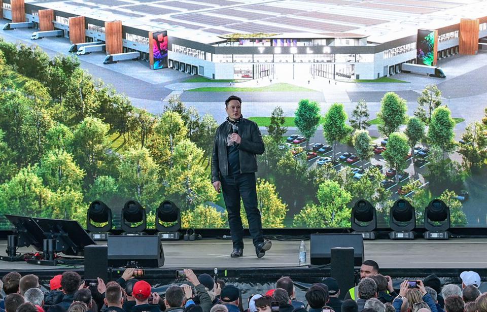 Tesla Notches Record $1.6 Billion Quarterly Net As It Readies Global Production Push
