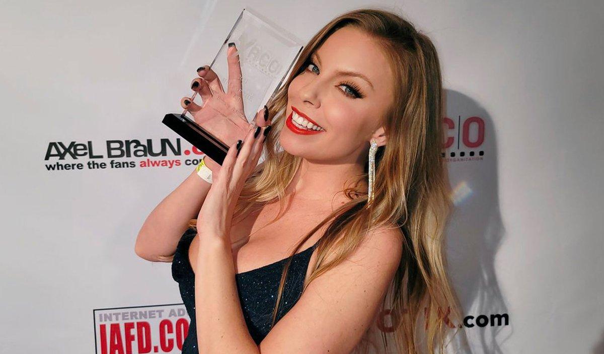 ❤️ #ICYMI: @Britney_Amber Wins @XRCOAwards MILF Performer Of The Year! 🏆 #Winner #MILF #Influencer PR: @StarFactoryPR Agent: @nexxxtlevel 📲 Read the news ➡️ bit.ly/BritneyXRCO21