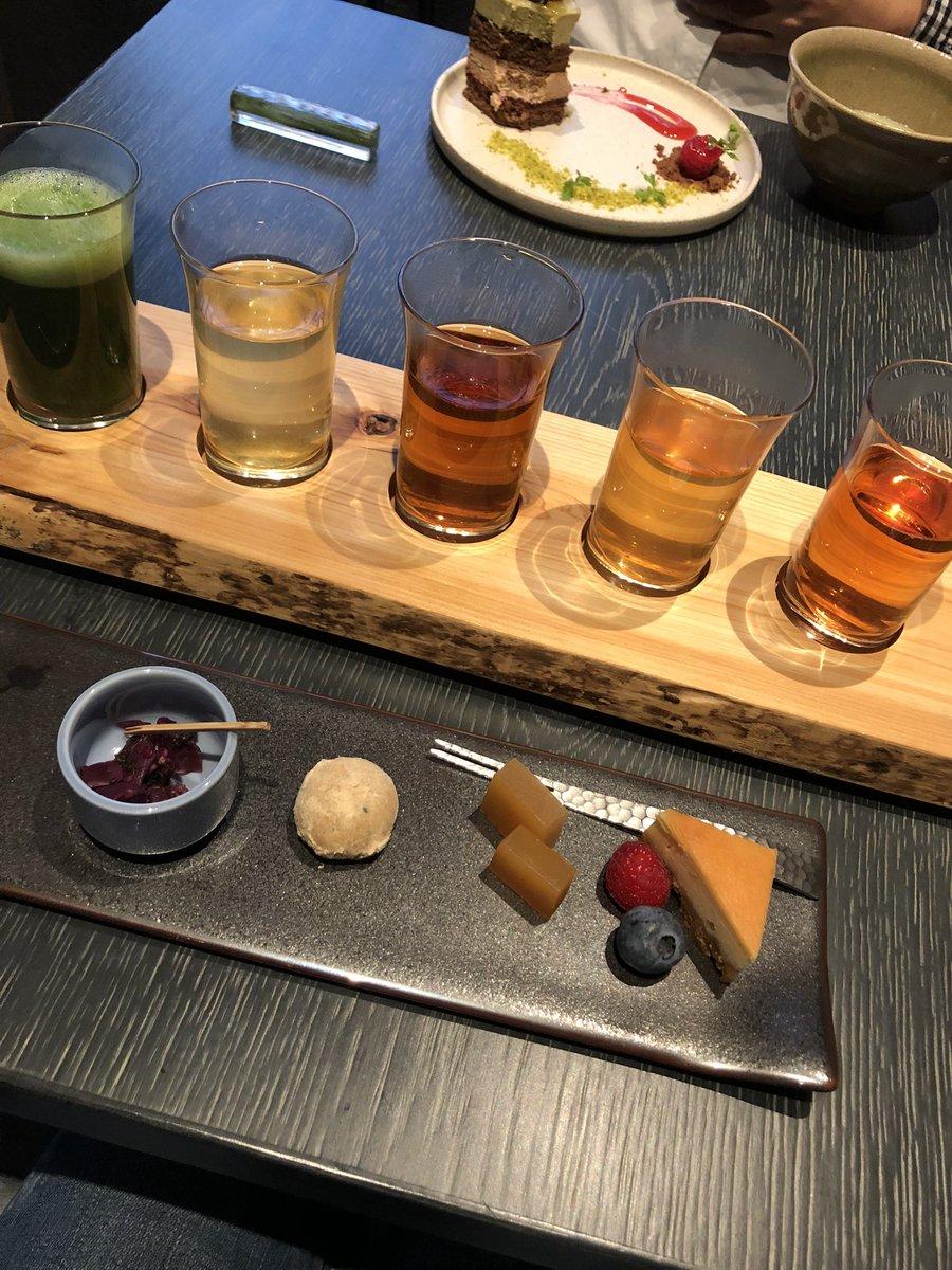 test ツイッターメディア - 最近食べたのは…こちら✨ 京都に来られる方は是非(╹◡╹)。 それぞれのお茶の前に、お茶に合わせたスイーツがのってます。 切れちゃってるけど…抹茶の前は、チョコのお菓子。 お茶は…煎茶、ほうじ茶、和紅茶、烏龍茶だったかな??  祇園 北川半兵衛 https://t.co/vDoyPj5ePv