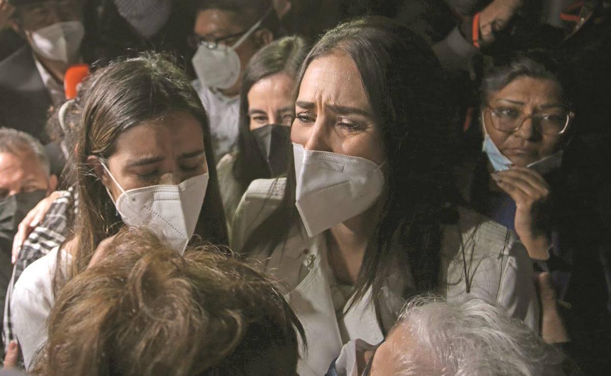 #EnPortada Hija de Rosario Robles: 'Por venganza se queda mi madre en los muros helados' eluniversal.com.mx/nacion/hija-de…