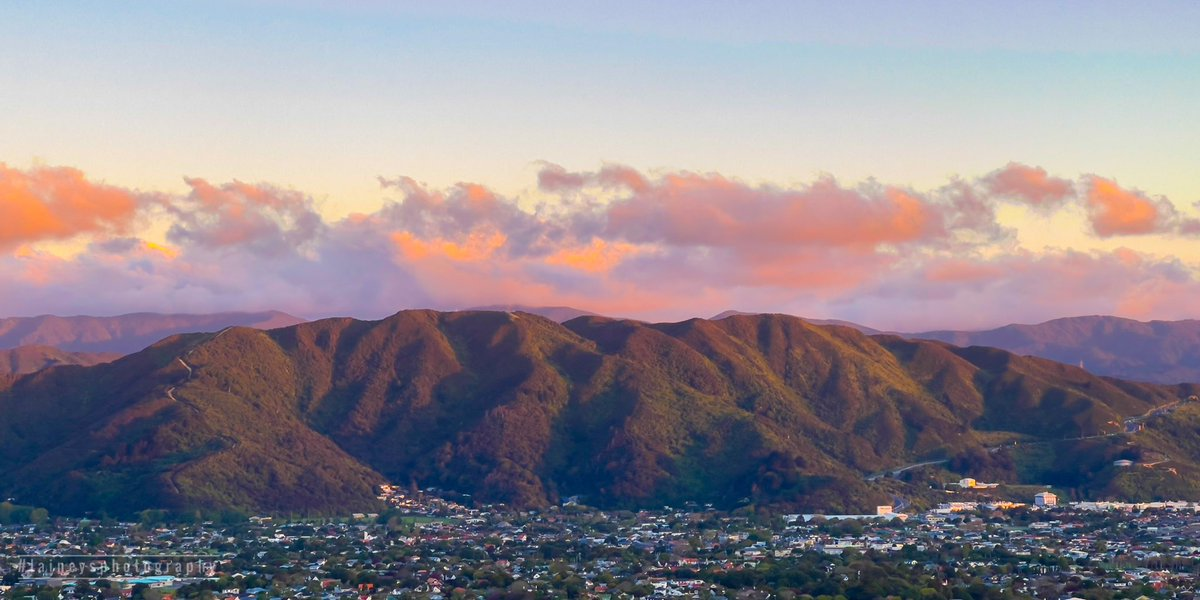 Looking across the valley at the evening colour 💜🧡  #huttvalleynz