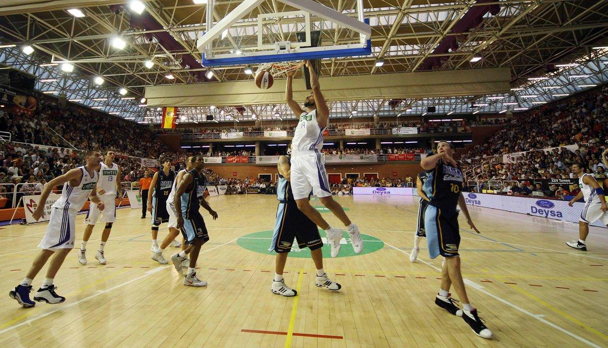 Orgullos@s de nuestra ciudad #Alcobendas. Muy merecido este acceso al #HallOfFame porque aquí juega al Basket todo el que quiera y en el nivel que quiere. Gracias @ALCBDS_Ayto y @ALCBDS_Deportes por las facilidades.