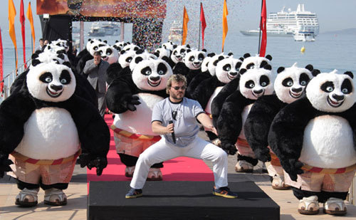RT @RiseFallNickBck: Since Jack Black is trending... please enjoy this photo of him with an army of Po's. https://t.co/bPXjxY8LJj