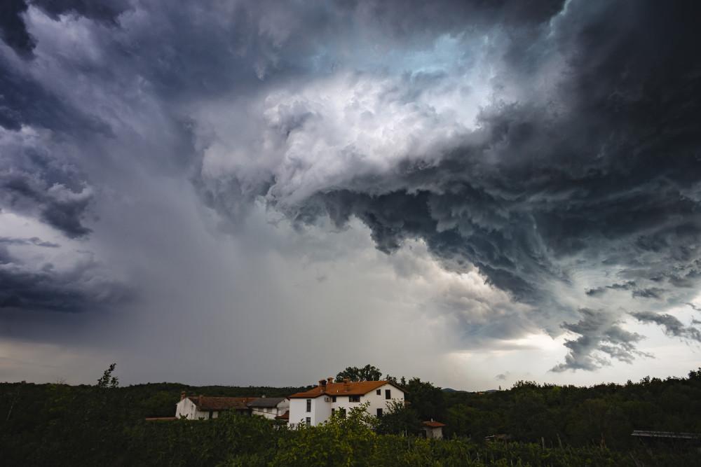 Sturmtief #Ignatz: Mit welchen #Versicherungen können Mieter und Eigentümer den #Sturm sorgenfrei aussitzen? Die #Gothaer gibt Tipps, was es zu beachten gilt.  https://t.co/tUNnNZyMcr https://t.co/u4sz1OvePA