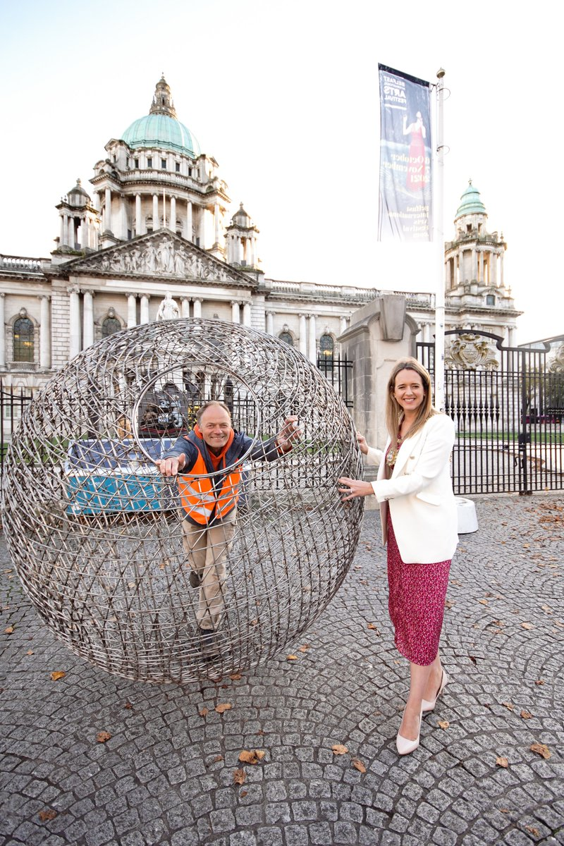 Environmentalist Arnd Drossel stopped by City Hall to lend his support to our #OneWeeThing campaign, highlighting the small steps to sustainability which, together, can bring change. He was welcomed by Lord Mayor @KateNicholl as he makes his way to #COP26 in a giant sphere.