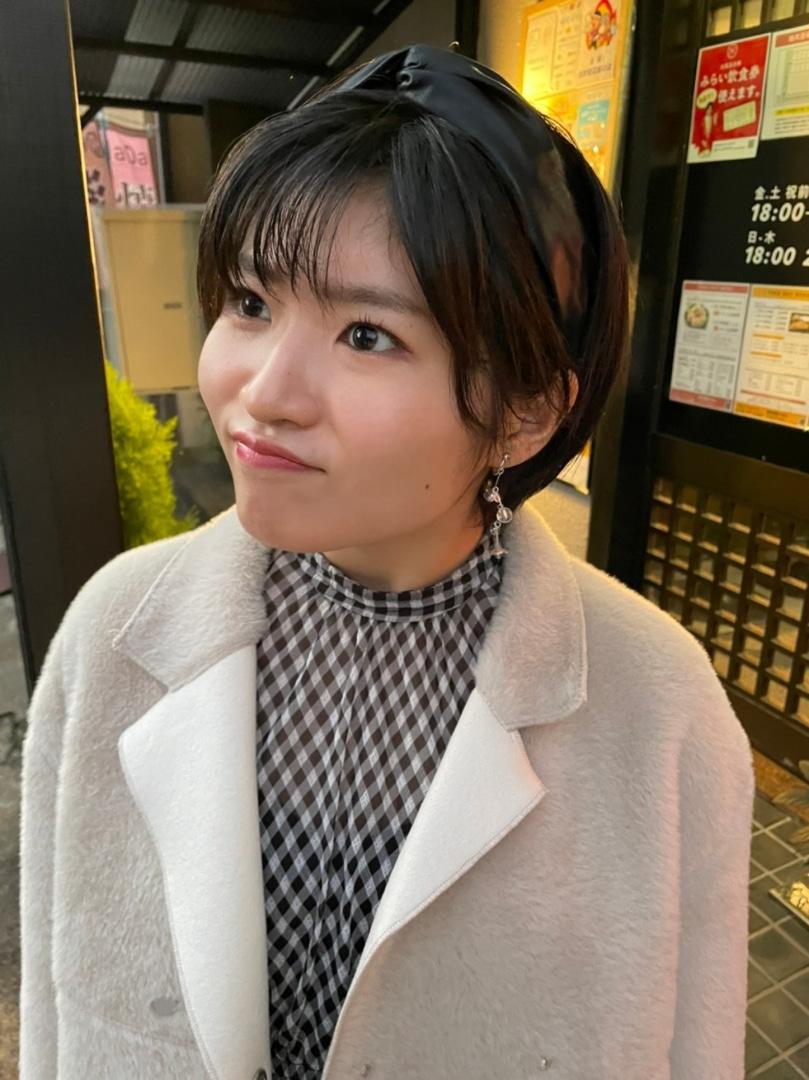 【10期11期 Blog】 10期グッズ明日まで!石田亜佑美: おばんですっ石田亜佑美です加賀温泉郷に、かえでぃーと行った日から、かえでぃーが1つずつ順番に、紹介をブログに書いていて、うんうん…  #morningmusume21 #モーニング娘21 #ハロプロ