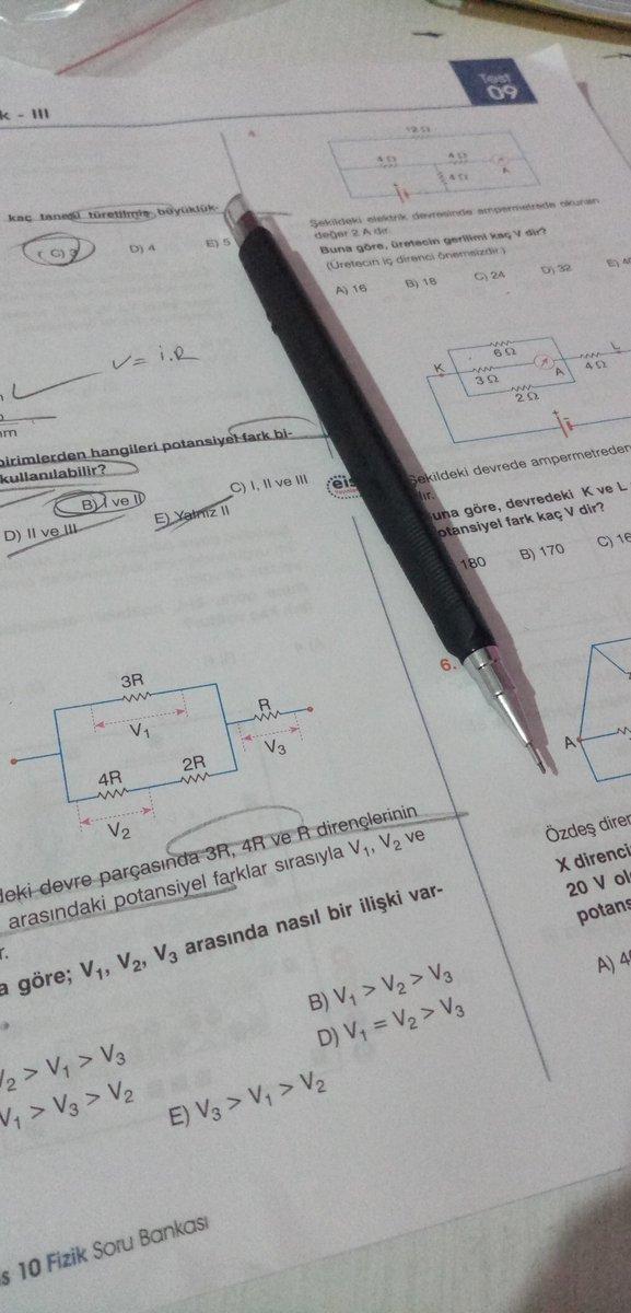 Fizik dersi iyi olan uzun boylu, esmer, kıvırcık saçlı ve hafif kaslı biri varsa beni bulabilir mi? (!)