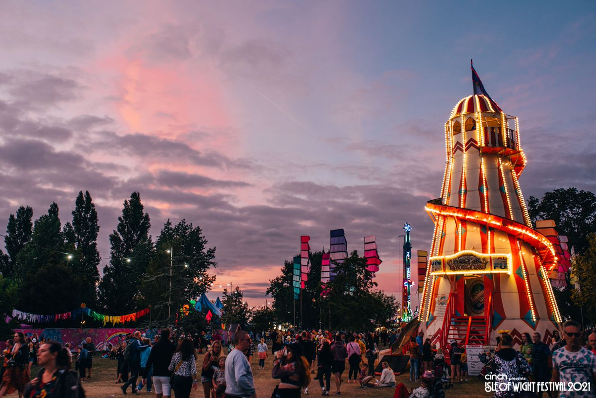 #Throwback to our time on the island last month. How stunning is @cinchuk presents the Isle of Wight Festival at sunset 😍 #cinchxIOW
