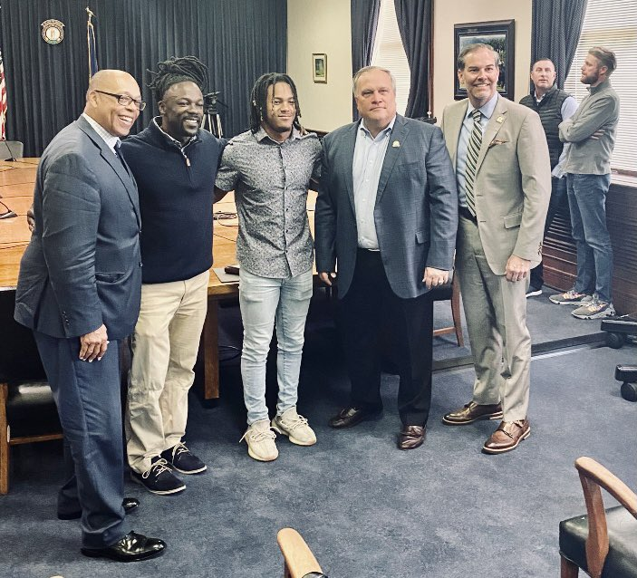 Dale and Wan'Dale just met with Kentucky Senate leadership about working with their foundation to help even more children of incarcerated parents. Wan'Dale using his status for more than just NIL cash.